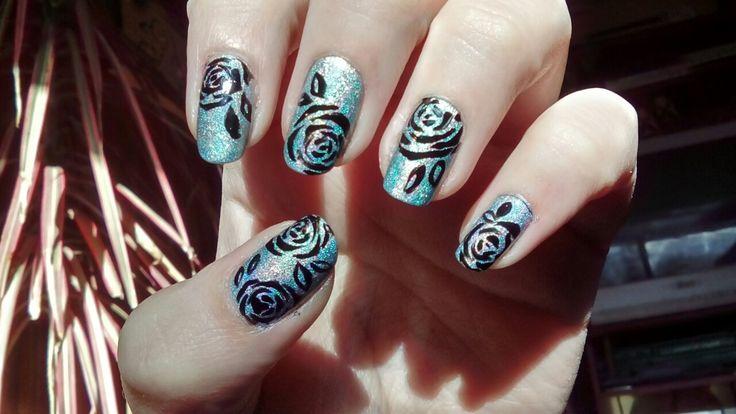 #holografic #roses #black #nails #nailart #uñas