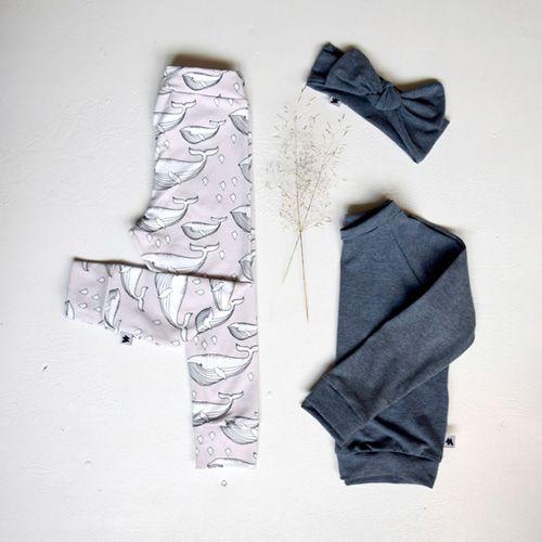 En super sød kombination med Grey Whale Leggings og Ocean Blue Basics.