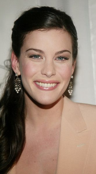 Liv Tyler Photos - (U.S. TABS AND HOLLYWOOD REPORTER OUT) Actress Liv Tyler attends the National Board Of Review Of Motion Pictures 2003 Annual Awards Gala at Tavern on the Green January 13, 2004 in New York City. - National Board Of Review Annual Gala Arrivals