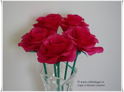 Clubul Magic: Buchet trandafiri din hârtie creponată