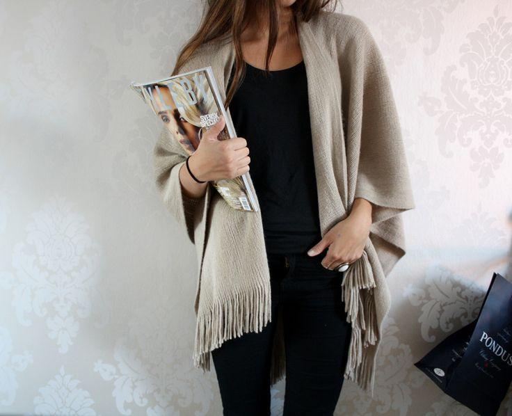 Slouchy cardigan with fringe Love Fashion, Fashion Beauty, Sweet Fashion, Luxury Fashion, Slouchy Cardigan, Autumn Winter Fashion, Winter Style, Autumn Style, Fall Fashion
