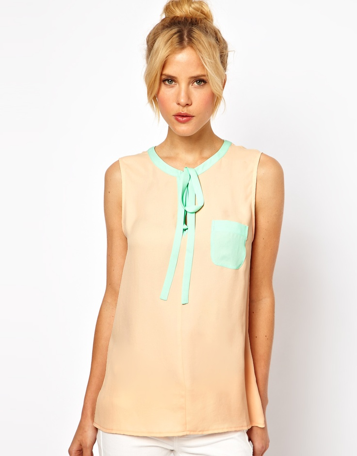 Top with Keyhole Neck and Contrast Trim