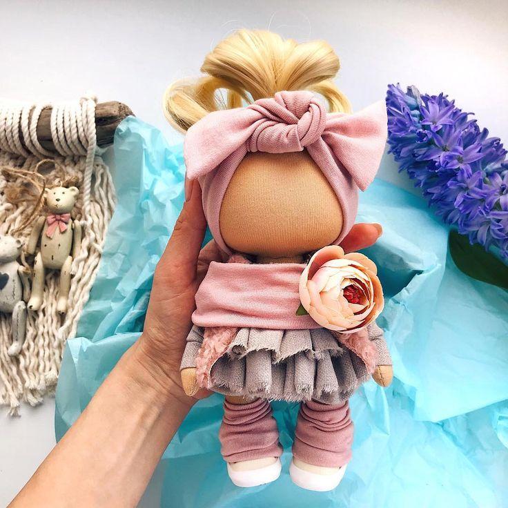 Скоро покажу новую куколкуКоторая поедет на МК за компанию♥️ . Малышку можно удочерить Рост 20 см без хвостика♀️ . . __________________________________________ #tatiananedavnia #tilda #wedding #pink #pillow #МК #decor #fabrik #handmad #knitting #love #cotton #baby #кукла #шитье #выставка #шеббишик #пупс #платье #подарок #праздник #работа #ручнаяработа #сделайсам #своимируками #ткань #тильда #интерьер #интерьернаяигрушка #интерьернаякукла
