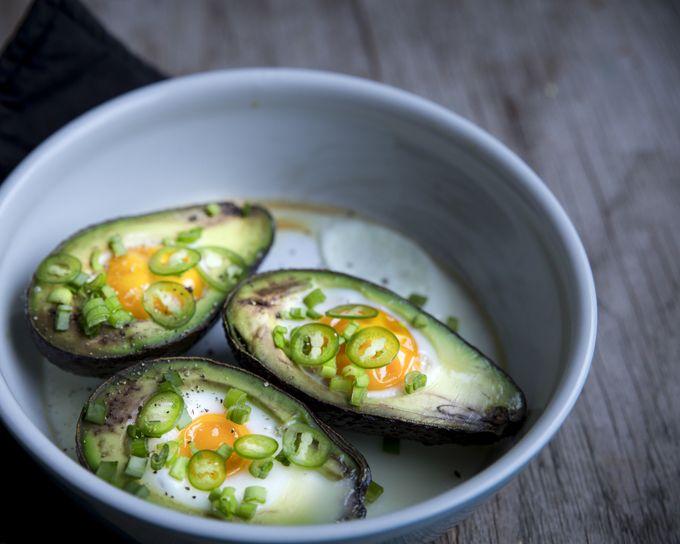 Eggs in avocados. http://www.jotainmaukasta.fi/2015/12/03/aamiaisherkkuja/