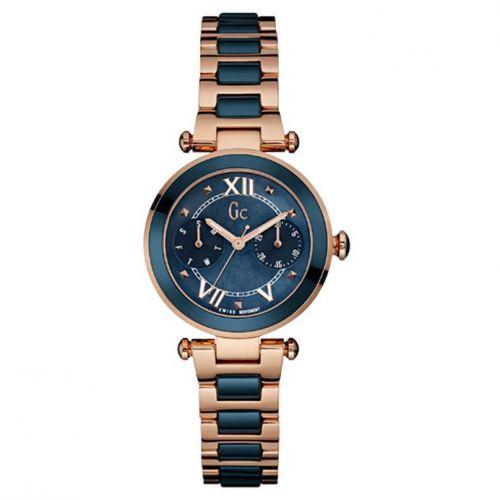 De Gc LadyChic Y05009M7 is een chronograaf uitvoering welke een kast diameter heeft van 36.5mm. Dit horloge heeft een zwitsers uurwerk en saffier glas. De diepblauwe keramische tussenschakels, lunette en wijzerplaat maken dit tot een bijzonder elegant model die iedereen zal opvallen.