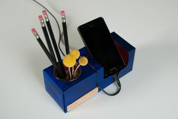 diy cheapo phone rest | Serious Craft (by hyperart)