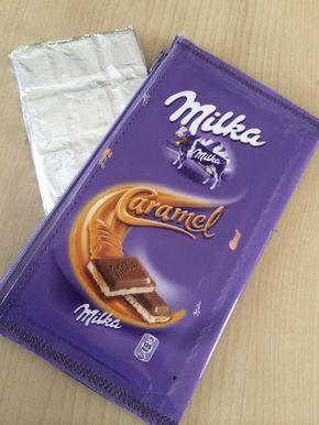Comme je vous l'ai annoncé la semaine dernière, cette fois-ci, c'est une trousse gourmande que je vous présente ! La trousse chocolat Milka !!! Comme son nom l'indique, cette trousse est faite avec un emballage Milka que j'ai recouvert de Vénilia transparent. Je...