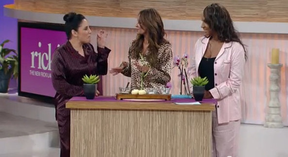 VH1 Basketball Wives LA Jackie Christie Hits The Sheets With Ricki Lake! - http://chicagofabulousblog.com/2012/12/06/vh1-basketball-wives-la-jackie-christie-hits-the-sheets-with-ricki-lake/