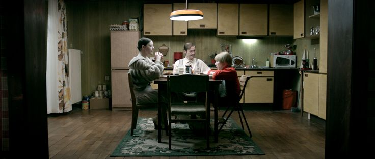 """Mutter, Vater und Klaus. In Nikias Chryssos Film """"Der Bunker""""."""
