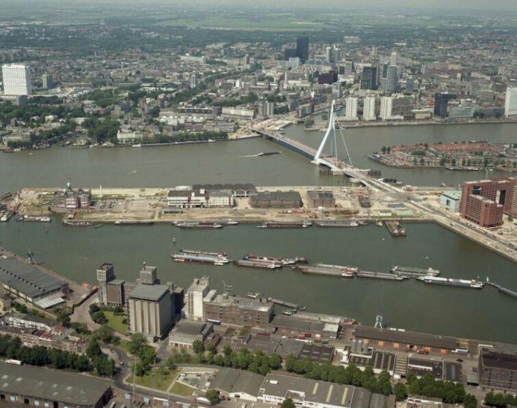 Overzicht Luchtfoto van de #kopvanzuid 20 jaar geleden, en de #erasmusbrug en de #wilhelminpier 1996