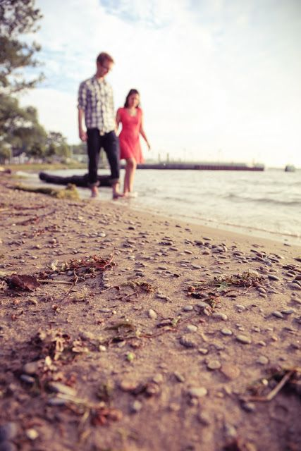 Engagement Photography | The beach at Centre Island, Toronto | www.newvintagemedia.ca