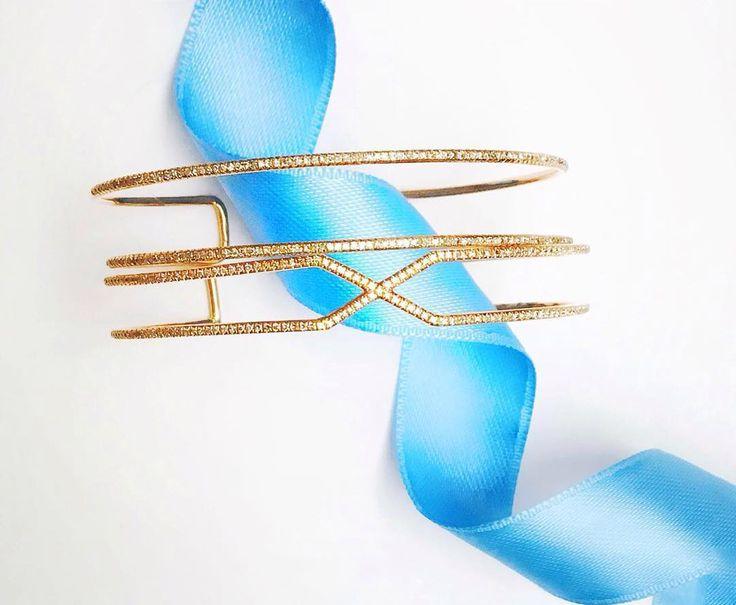 """Легкость бытия - это наш девиз на субботнее утро! 💎 """"Воздушные"""" браслеты из розового золота с бриллиантами создадут нужное настроение на весь день! ❤ #jewellery #diamond #gold #musthave #fw1617 #ювелирныеизделия #временагода #lotteplaza #swissotelkamelia #VremenaGoda #Кутузовский48 #FashionBrands #LifestyleBrands"""