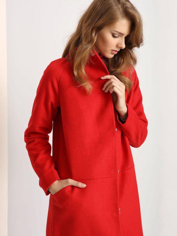 """Damski płaszcz Troll z kolekcji jesień-zima 2016.<br><br>Efektowny damski płaszcz w soczystych kolorach. Modny i stylowy, zapinany asymetrycznie na suwak i zatrzaski. Oryginalna odmiana od tradycyjnych płaszczy w spokojnych kolorach. Płaszcz dostępny w kolorze czerwonym (TPZ0106CE) i granatowym (TPZ0106GR). <br><br>Modelka ma 179 cm wzrostu i prezentuje rozmiar S.<span style=\""""font-style:italic\"""">"""