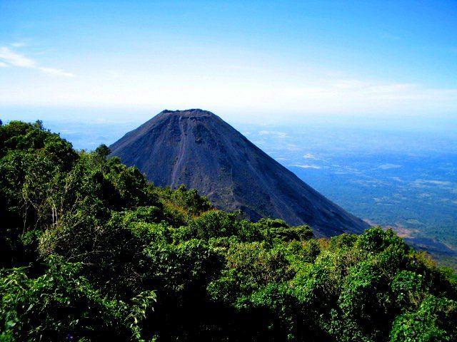 Der Cerro Verde oder Cuntetepeque ist ein erloschener Vulkan im Departamento Santa Ana, El Salvador. Mittelamerika.