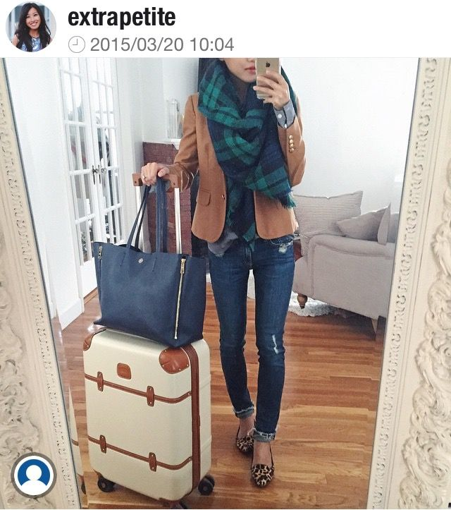 Love this airplane travel outfit!