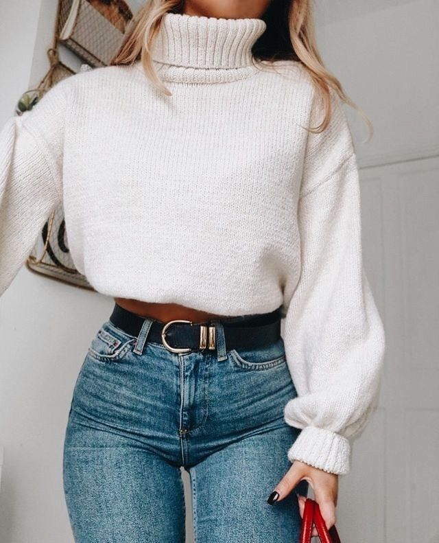Cute oversized white sweater with high waisted denim jeans.