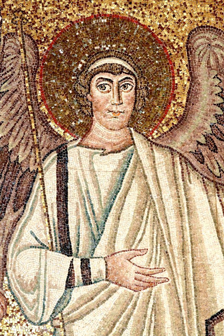 """Basilica di San Vitale, Ravenna. I Mosaici bizantini, 546-547. Il periodo di Giustiniano. Angelo. Un particolare del mosaico """"Cristo in globo fiancheggiato da angeli, dal vescovo Ecclesio e da San Vitale"""""""