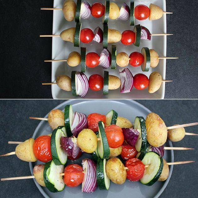 Skønne og simple grøntsagsspyd med kartofler, rødløg, tomat og squash. De kan både laves i ovnen eller grilles, hvis vejret er til det.