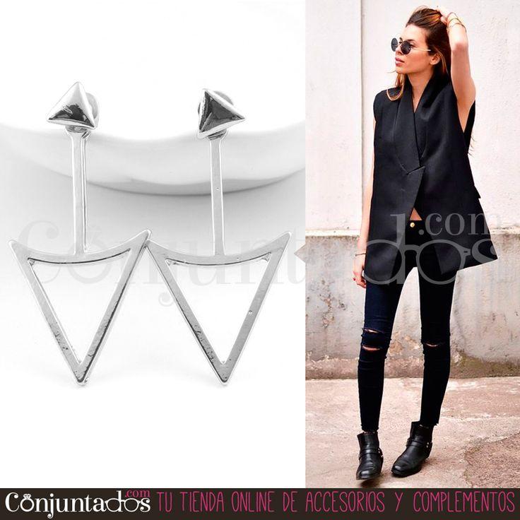 Los #pendientes plateados Arrow son #modernos y #minimalistas. Realizados en metal muy ligero y de #estilo totalmente #ochentero y #punk. Quedan especialmente bien con ropa oscura, pero combinan igualmente con todo tipo de prendas ★ Precio: 9,95 € en http://www.conjuntados.com/es/pendientes-arrow-en-plateado.html ★ #novedades #earrings #conjuntados #conjuntada #joyitas #jewelry #bisutería #bijoux #accesorios #complementos #tendencias #trendy #moda #fashion #style #GustosParaTodas