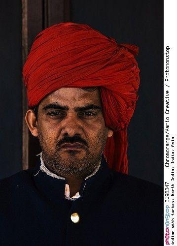 indian with turban, North India, India, Asia -- Adulte Ages Asie Habitant De L'inde Homme Image Inde Loisirs Masculin Personnage Personne D'origine Asiatique Photographie (activité) Portrait Tirage Papier Turban Voyage Voyageur Vêtement