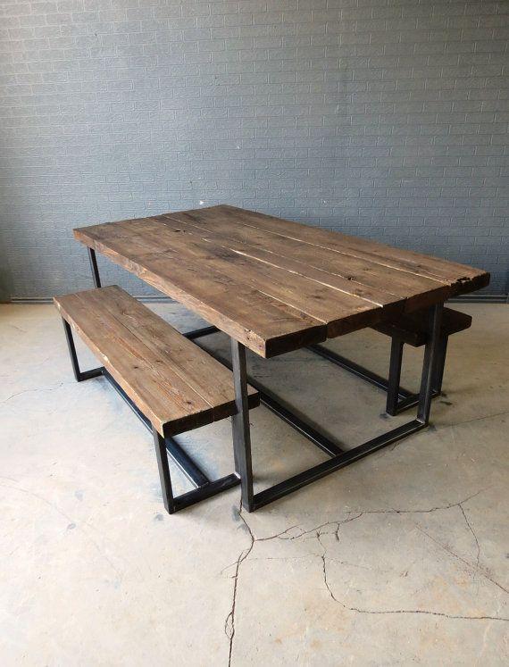 houten tafel met bank