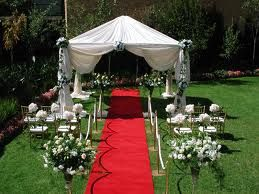 Lovely outdoor wedding scene - the red carpet is a fun touch