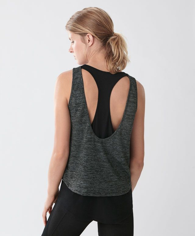 T-shirt dupla - Yoga -Tendências SS 2017 em moda de mulher na Oysho online: roupa interior, lingerie, roupa desportiva, étnica, boho, sapatos, complementos, acessórios e moda de banho.