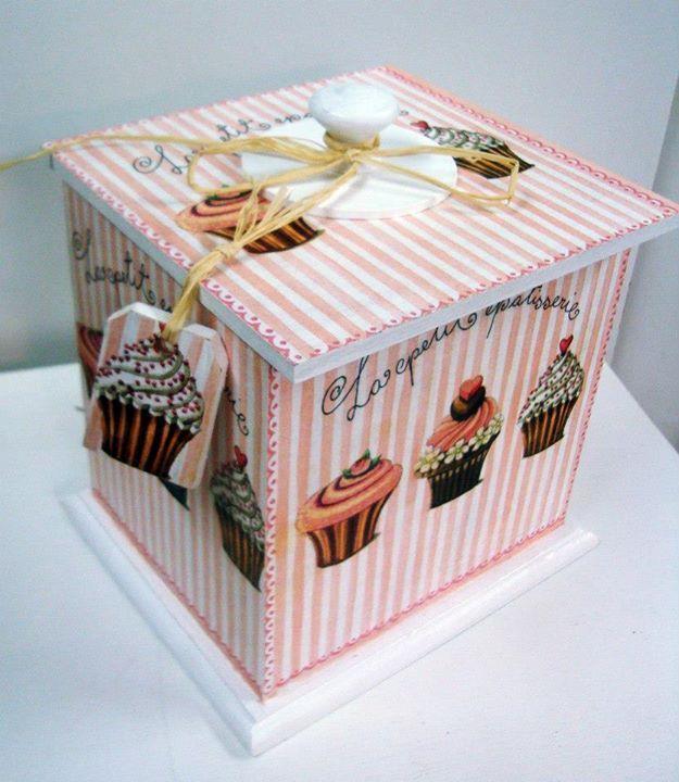 bote con cupcakes rosa y blanco