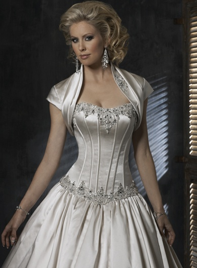 If I ever got married, my dress would be this. With a full corset back. But no stupid jacket thing.