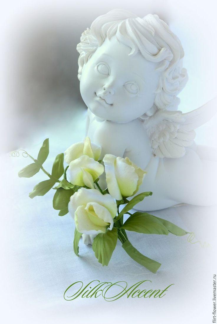 Купить Брошь бутоньерка букетик душистый горошек. Цветы из ткани - белый, душистый горошек