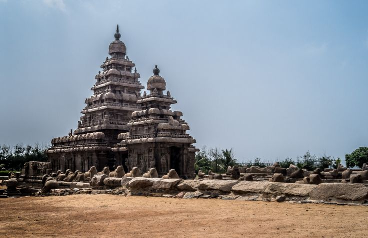Mahabalipuram, is a town on a segment of land between the Bay of Bengal and the Great Salt .