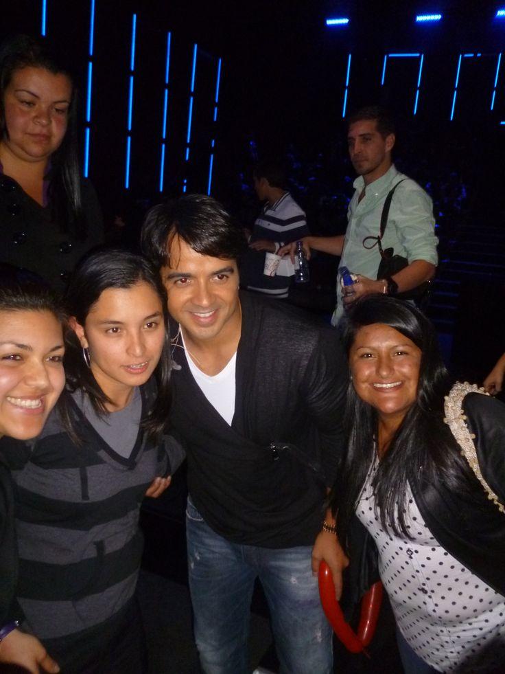 Un placer estar siempre ahi apoyando tus pasos Luis Fonsi junto a Naty - Taty y Marce y atras Carlitos y Laurita!