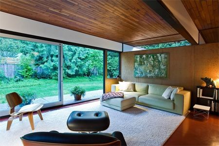 Modern Post-And-Beam Bungalow Living Room | via Sotheby's International Real Estate |House & Home