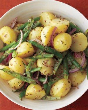 Aardappel/bonensalade:   • 6 gram sperziebonen   • 2 pond geschilde kleine aardappelen   • 1/4 kopje extra vergine olijfolie   • 4 theelepels citroensap   • 4 theelepels volkoren mosterd   • 2 theelepels gehakte tijmblaadjes   • 1/2 kopje dun gesneden rode ui   • Grof zout