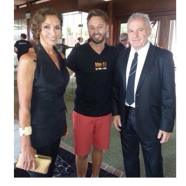 Toni, director del salón de Gracia, con Ana Belén y Víctor Manuel en la Gala Starlite.  #b… http://ift.tt/1JpWSVG