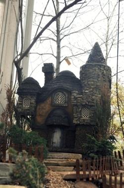 So beautiful - amazing fairy house!