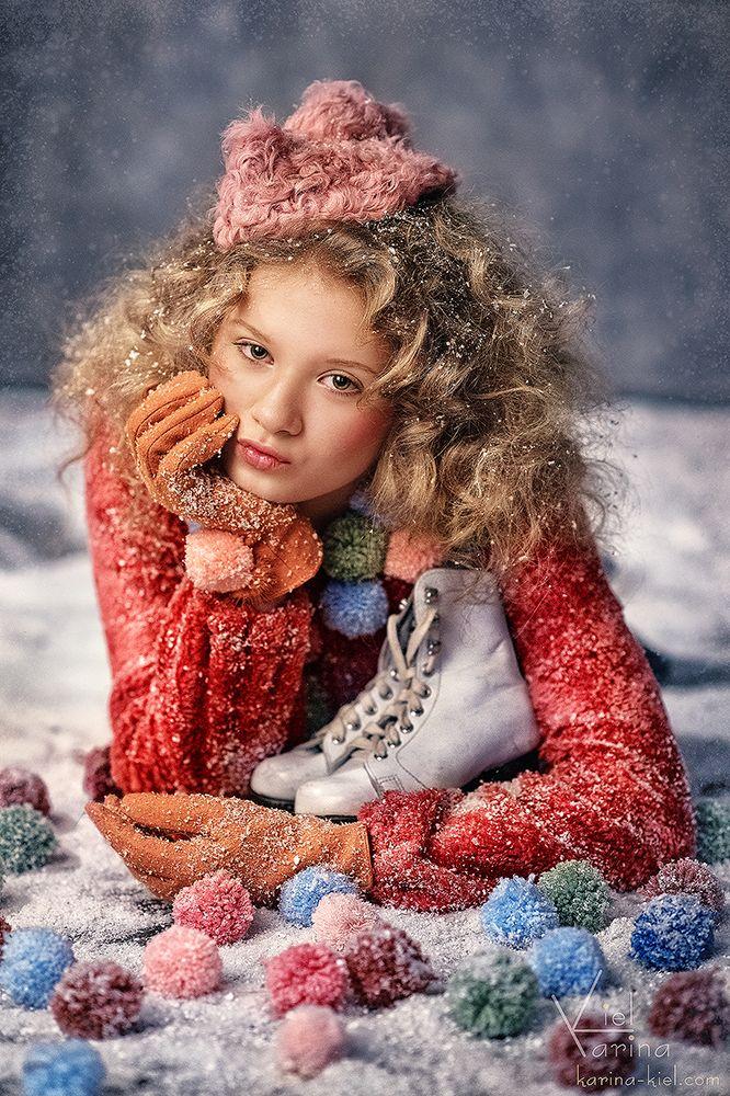 Photographer: Karina Kiel Fashion Designer & Stylist & Concept: Anastasia Kurbatova MUAH: Misha Romanoff