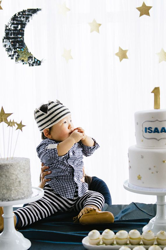 Twinkle Twinkle Little Star 1st birthday | Photos by Jane's Lens | 100 Layer Cakelet
