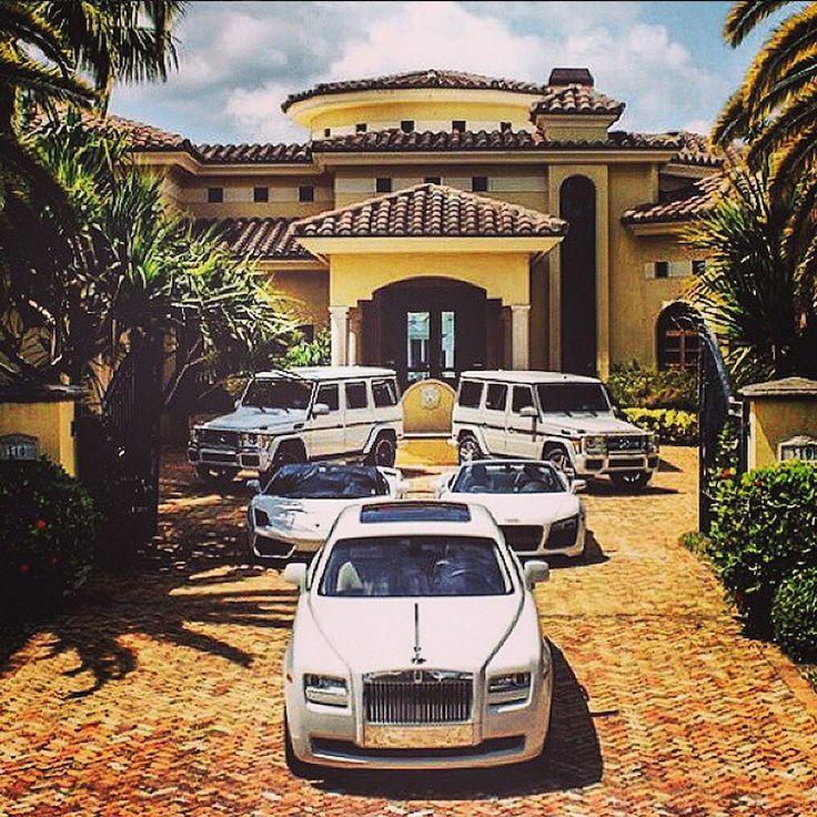 Narco Instagram Mansion Driveway
