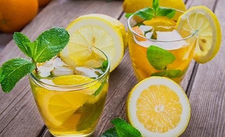 Wir stellen Ihnen im folgenden Text leckere, erfrischende Sommergetränke vor, die neben der wohltuenden Abkühlung zugleich auch noch die Gesundheit verbessern, beim Entgiften helfen und ein basisches Milieu im Organismus schaffen.