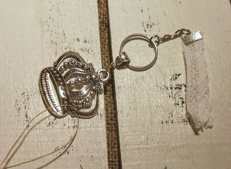 Keyring with crown