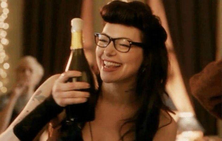 Шампанское и девушка гифка