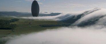 PŘÍCHOZÍ 2016  Když po celém světě přistanou tajemné vesmírné lodě, dojde k sestavení elitního týmu – v čele s odbornicí na lingvistiku Louise Banksovou (Amy Adams) – s cílem zjistit, jaké mají mimozemšťané úmysly. Zatímco celé lidstvo balancuje na pokraji…