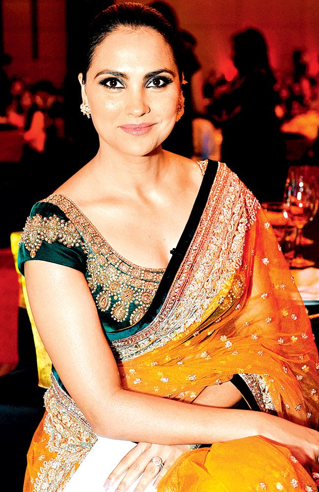 Lara Dutta Yellow saree..green blouse..lovely