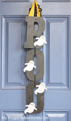 Quick and easy Halloween craft- BOO sign.  Just a few minutes to make and very fun on the front door or in your home.