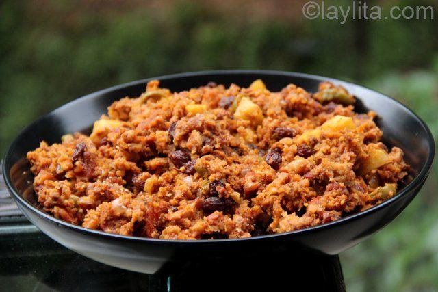 Receta del relleno tradicional para el pavo navideño, preparado con carne de res, chorizo, tocino, manzanas, aceitunas, nueces, pan, especias y más.
