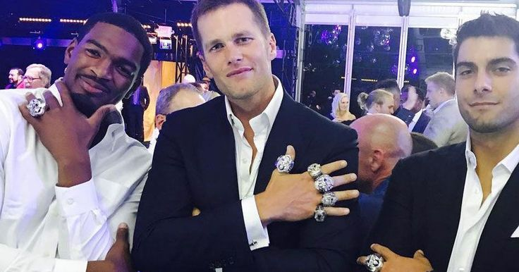 Tom Brady shows off biggest Super Bowl ring ever