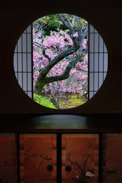 A window of Enlightenment at Unryu-in temple, Kyoto, Japan