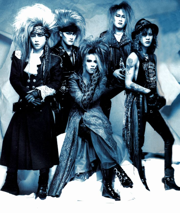 From left-right: hide (ex. lead guitar), Toshi (vocals), Yoshiki (drums, piano), Pata (support guitar), Taiji (ex. bass)