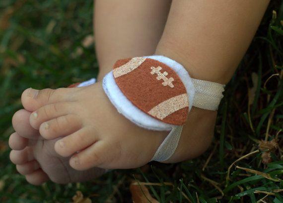 ¡Sandalias Descalzas fútbol divertido para cualquier aficionado al fútbol! Completar de su poco uno traje con el divertido splash de fútbol bling! Gran sandalias Descalzas para muchachos o muchachas. ¡Funciona bien sobre calcetines, también! ¡Elegir el elástico color para que coincida con los colores de tu equipo favorito! Puedo hacer que estas botas de fútbol con naranja, azul, amarillo, verde, blanco, negro o rojo elástico. Si prefieres otro color, o una combinación de 2 colores, elegir el…